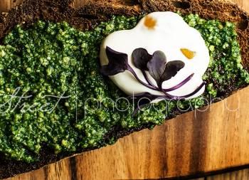 Tostas de pesto con Kale y crema de jengibre
