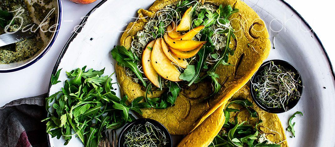 Socca de curry con chutney de pipas, menta y cilantro
