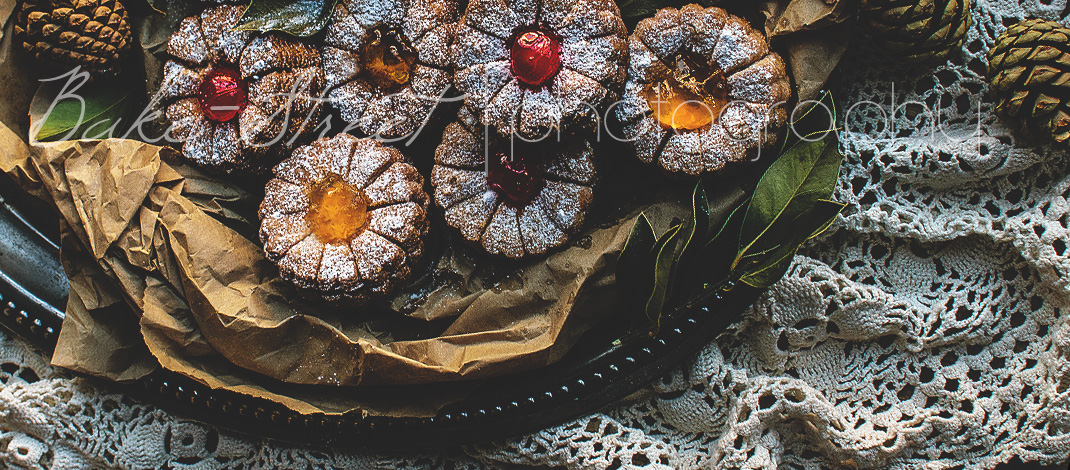 Jam and candied cherries flowers, the return of vintage desserts