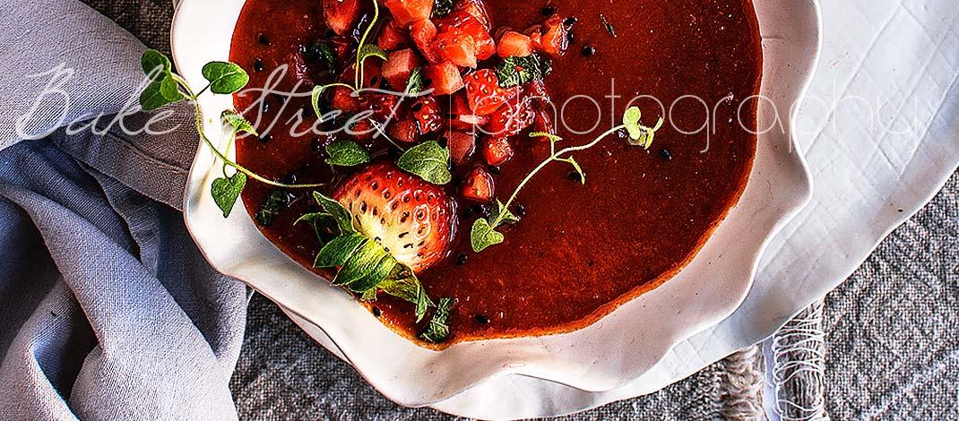 Crema de pimientos asados y fresas