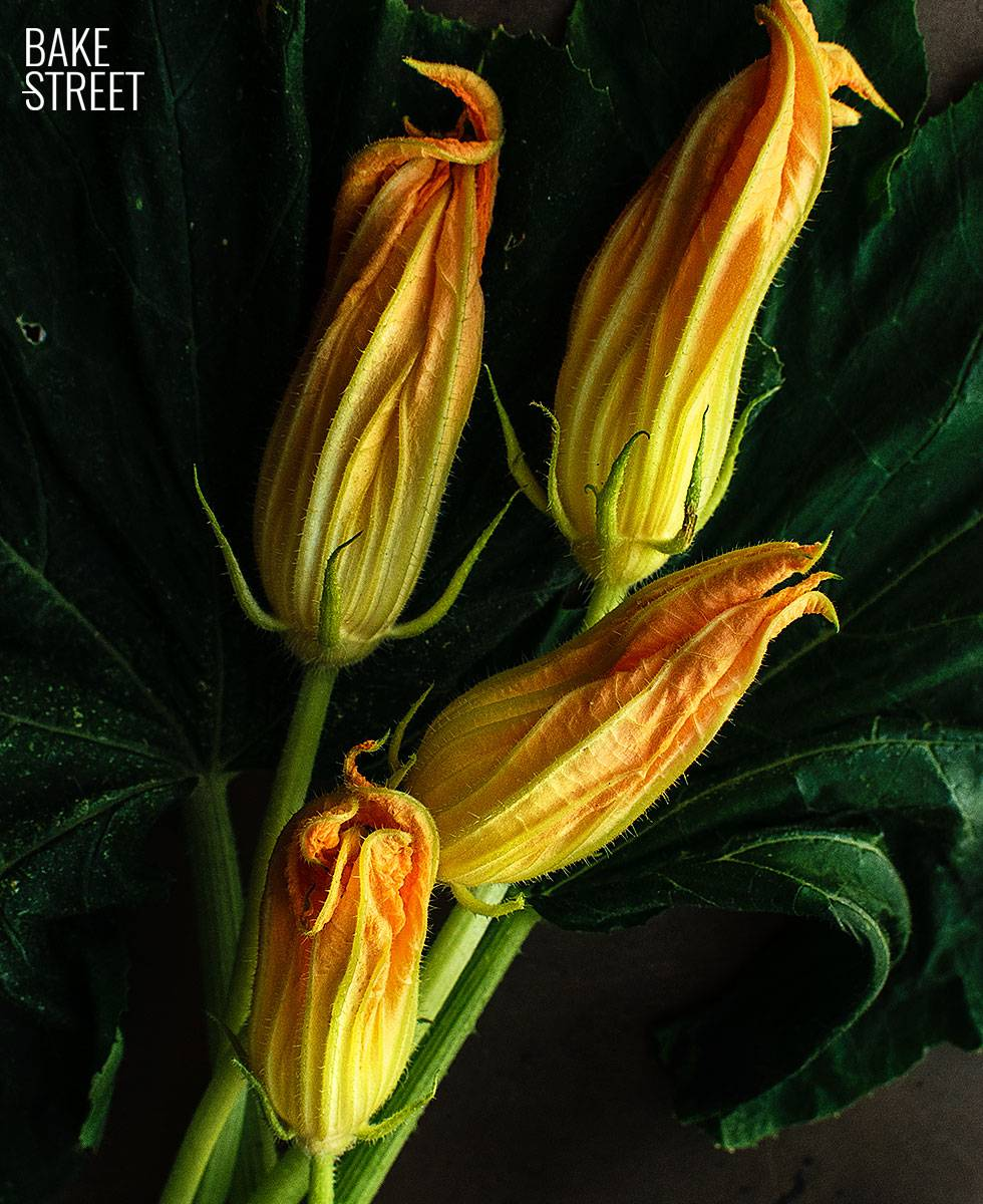 Flor de calabaza rellena con ensalada braseada