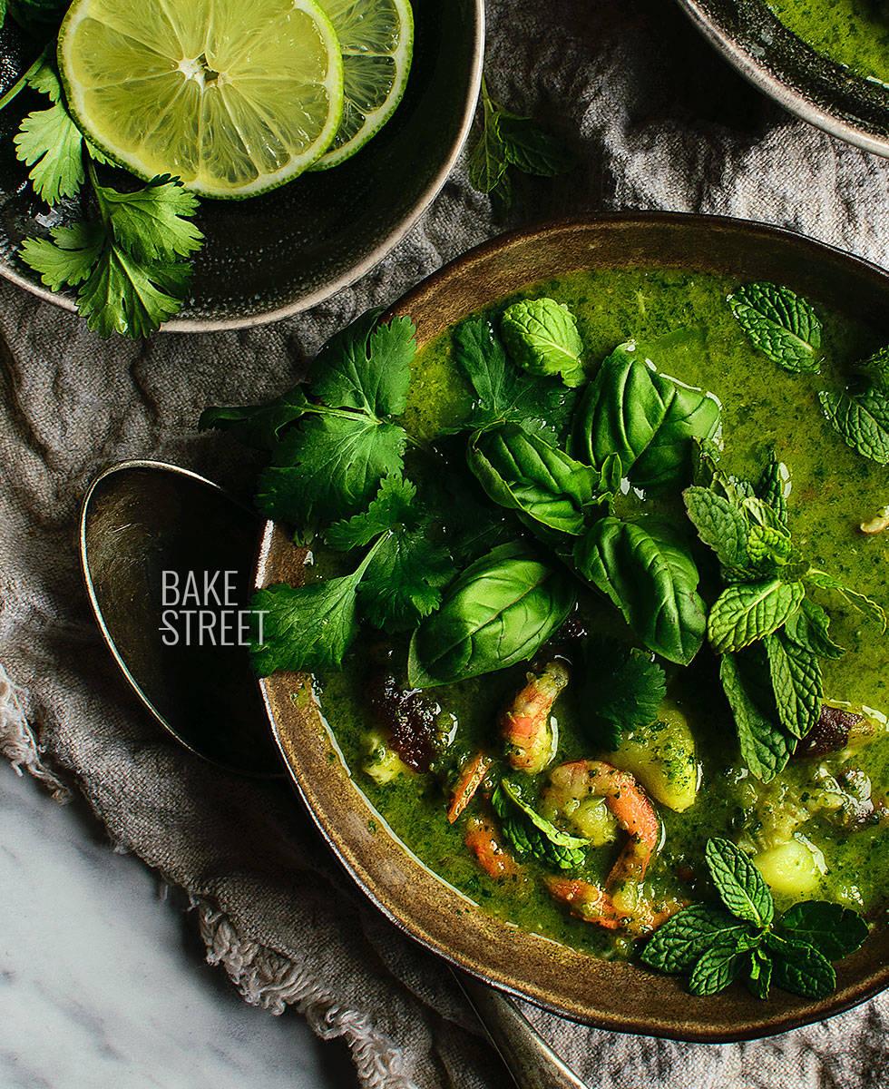 Sopa de cilantro con shiitake y gambas