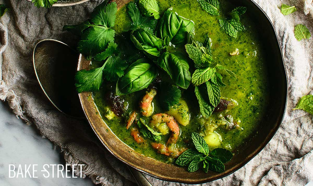 Cilantro soup with shiitake and prawns