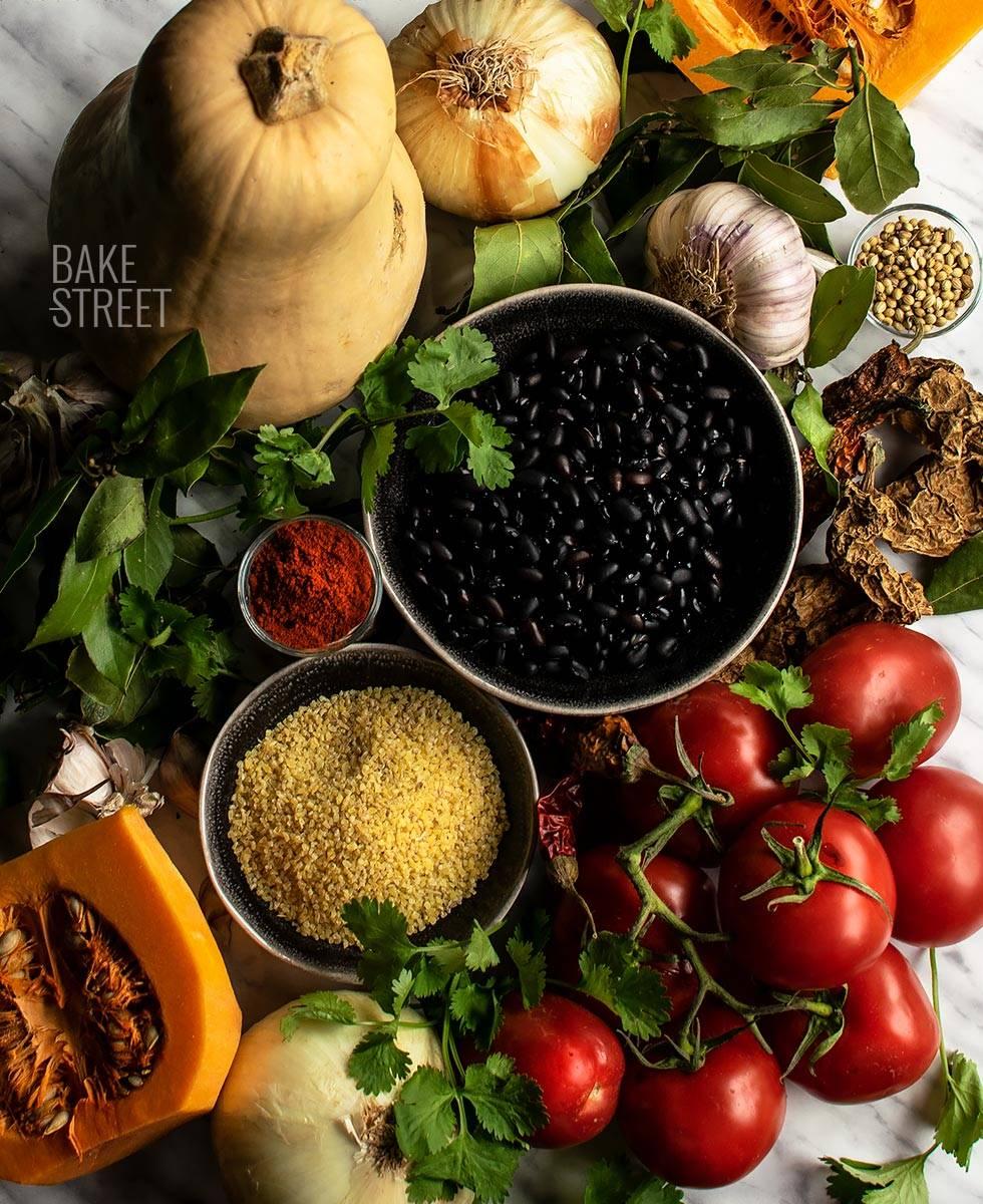 Chili con calabaza, castañas y bulgur