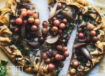 Gorgonzola, grapes and confit shallots galette