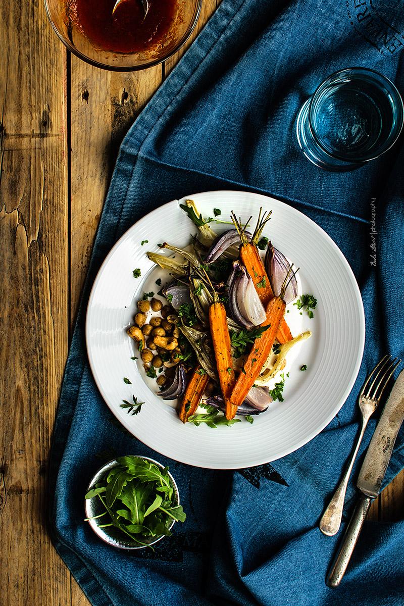 Garbanzos con zanahorias, hinojo y harissa